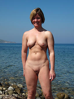 nude pictures of grown-up lady coast bowels