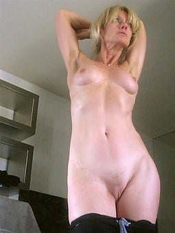 juggs blonde lady nude pics