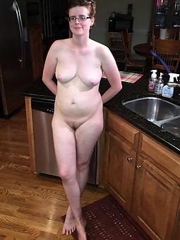 sexy mature naked legs amature milf pics