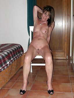 amateur mature scanty legs buttering-up