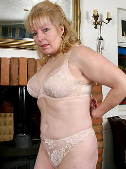 mature upper classes in underclothing sexy porn pics