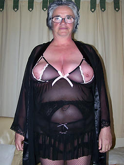 free pictures of mammy not far from lingerie