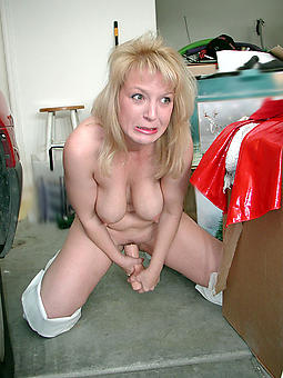 grown up milf masturbation free sex pics