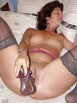 Bohemian mature lady masturbating amatuer