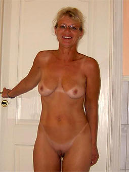 pretty nude full-grown mom picture