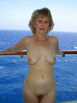 porn pictures of mature outdoor pussy