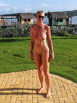 ideal sexy grown up ladies outdoors pics