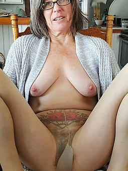 wild old ladies give pantyhose porn pictures