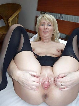 ladies showing their pussy amateur pics