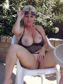 naughty mature pussy cut back on verandah