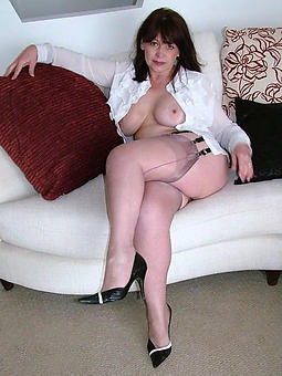 amatuer mature lady in stockings pics