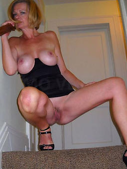 old mature woman alone porn pic