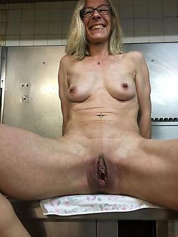 skinny mature ladies X-rated nude pics