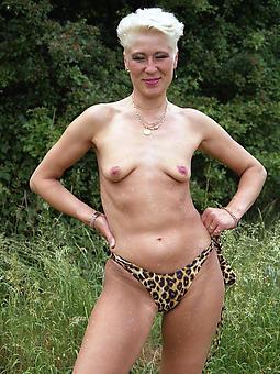 materfamilias saggy boobs tease