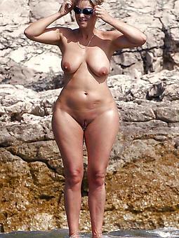 curvy ladies bared Bohemian porn pics