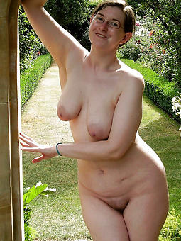 pretty mature outdoor nude pictures