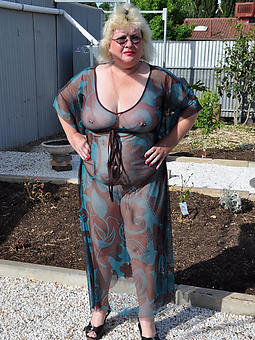pretty moms in underclothing pics