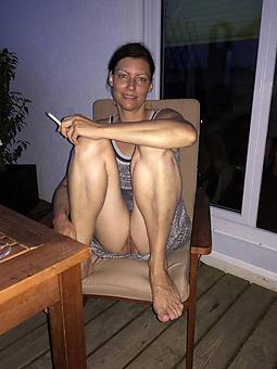 inviting sexy ladies legs