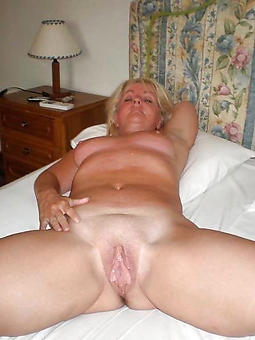 pretty hot blonde mom