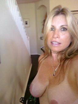 nude mom selfshots stripping