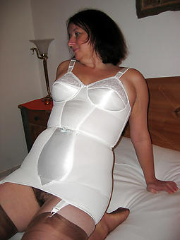 amature sexy lady in underthings photos