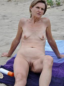 hotties nude beach moms