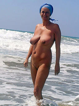 naked squirearchy on the beach xxx pics