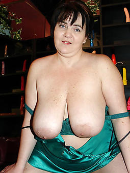 hotties big mature saggy tits pics