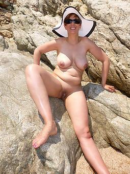 hotties uncover beach moms pics
