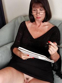 sexy classy mature lassie unconforming porn pics