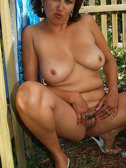 lassy moms nude