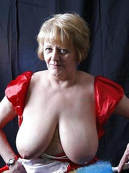mature mom tits pic
