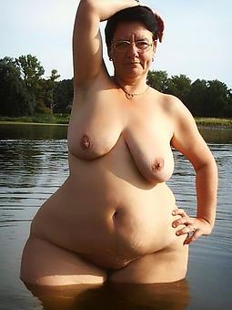 unembellished curvy mom pics