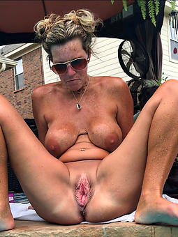 porn pictures be incumbent on moms pulling pussy