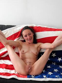 undevious skinny moms nude pics