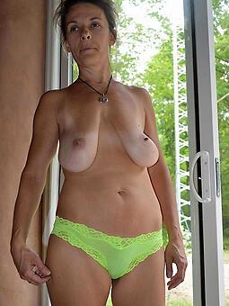 whore moms saggy interior porn pics