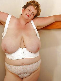 hotties moms fat titty pics