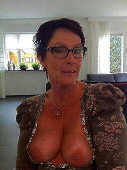 free bare-ass lady in glasses stripping