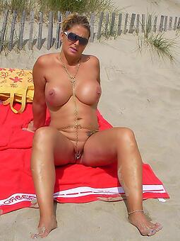 gripe mature exposed to beach