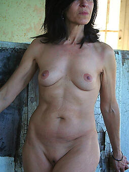 spectacular in the buff moms free porn pics