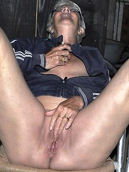 juggs old lady masturbates photo