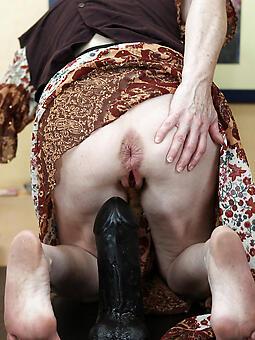 alluring mom masturbates pics