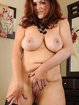 porn pictures of X bare-ass moms