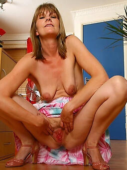 progenitrix with saggy boobs