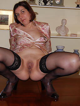 bare-ass housewives mom