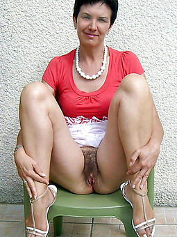 brunette mom free porn x