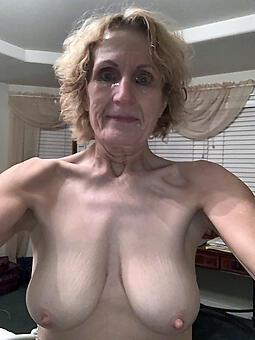 juggs nude selfshot moms photo