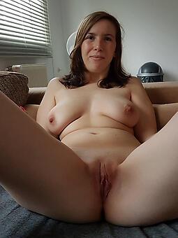 shaving moms pussy