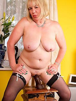 wild mom masturbates porn pics