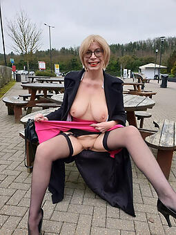 natural hot ladies give stockings